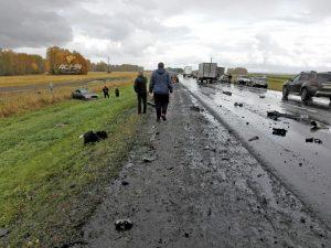 Смертельное ДТП под Новосибирском - фура раздавила легковушку