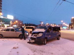 ДТП с Hyundai в Новосибирске: пострадала пассажирка Renault