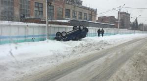 ДТП в Новосибирске: «Хонда» перевернулась на крышу