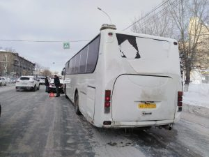 Рейсовый автобус попал в ДТП у мелькомбината и собрал пробку