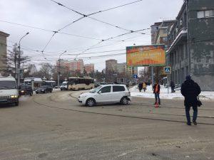 ДТП в Новосибирске: семь трамваев № 13 застряли у кольца за оперным