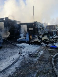 Новосибирец устроил сильный пожар, разогревая машину вентилятором