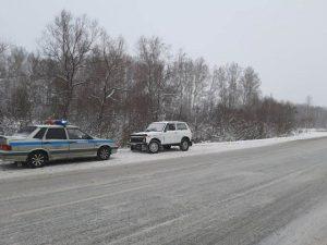 Неизвестный водитель устроил ДТП на трассе в Новосибирской области и сбежал