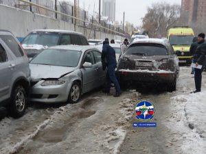 Житель Новосибирска протаранил 5 авто, убегая от дьявола