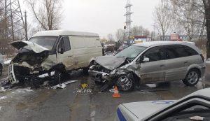 Лобовое ДТП в Новосибирске: пострадали двое детей