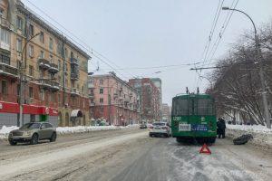Новосибирский троллейбус № 22 потерял колесо на ходу