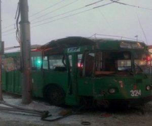 Новосибирск: на площади Ленина столкнулись троллейбус и автобус