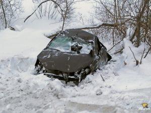 ДТП под Новосибирском: машина опрокинулась в кювет, водитель остался жив