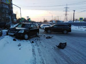 ДТП в Заельцовском районе парализовало движение на перекрёстке с Красным проспектом