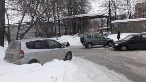 В Академгородке угнали такси и избили водителя