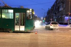 ДТП трамвая и «Тойоты» в Новосибирске: пострадала 7-летняя девочка