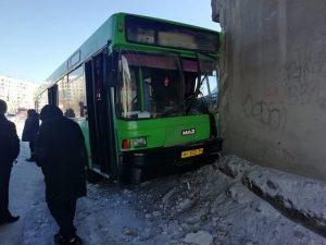 ДТП с автобусом в Новосибирске: пострадали 11 человек