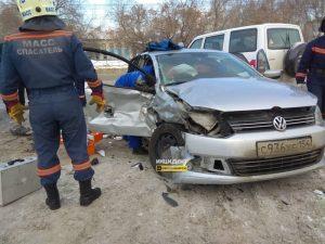 Три автомобиля столкнулись в Ленинском районе Новосибирска