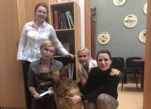 Фотосессию с собакой, искавшей взрывчатку, устроили чиновницы мэрии