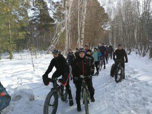 Велосипедисты Новосибирска проводили зиму массовым заездом
