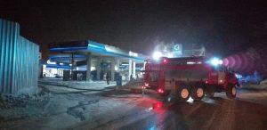 Новосибирск: автомобиль и колонка загорелись на АЗС