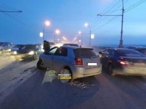 ДТП на Октябрьском мосту: образовалась пробка