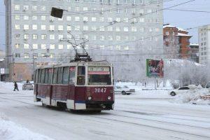 В Новосибирске BMW X4 въехал в легендарный 13-й трамвай