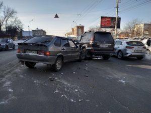 ДТП на Челюскинцев: машины перекрыли две полосы движения