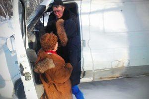 В Новосибирске зоозащитницу прокатили на дверях «Газели» за отказ взять щенка