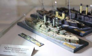 В Новосибирске прошла выставка мини-танков и самолетов