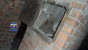 Спасатели МАСС достали тело мужчины из вентиляционной шахты на Софийской