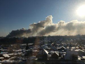 Пожар возле ТЦ «МЕГА» - горит частный дом