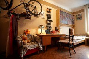 Квартиру известного писателя продают в Новосибирске