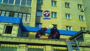 Новосибирск: мужчина прыгнул из окна 10-этажного общежития и сломал ногу