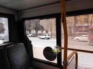 Новосибирск: «рога» троллейбуса пробили автобус и ранили пассажирку