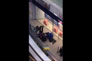 В Новосибирске женщина упала с четвертого этажа торгового центра и осталась жива