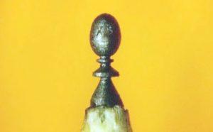 Новосибирский Левша сделал пасхальное яйцо высотой в миллиметр