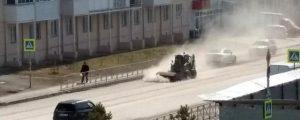 Новосибирцев возмутил пылящий уборщик улиц