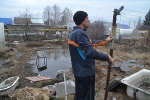 В зоне затопления Бердска под землю провалились 12 КамАЗов земли