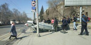 ДТП на Красном проспекте: «Ниссан» перевернулся на крышу