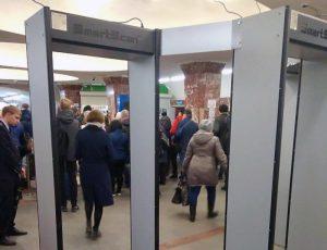 В метро на станции «Площадь Маркса» поставили 5 новых металлодетекторов