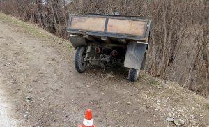 Житель Маслянино слетел в кювет на самодельном мотороллере