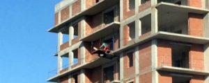 Дети играли на 16-м этаже недостроенной высотки на Затулинке