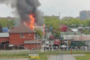 В Ленинском районе Новосибирска сгорел жилой дом