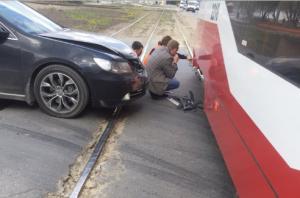 ДТП в Новосибирске: «Хонда» врезалась в трамвай с пассажирами