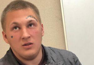 В Новосибирске юноша с татуированным лицом избил и ограбил мужчину