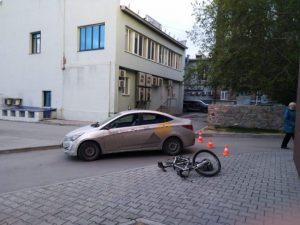 Новосибирский таксист сбил подростка на велосипеде