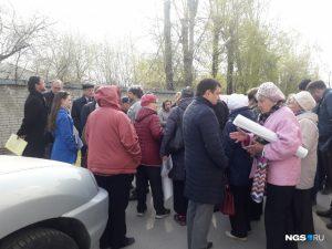 В Новосибирске жители ОбьГЭСа устроили пикет против строительства поликлиники