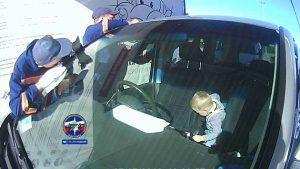 Спасатели Новосибирска достали ребенка, запертого в автомобиле
