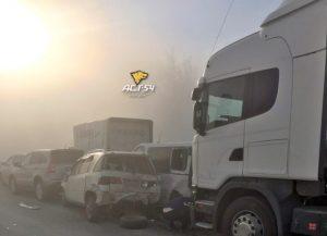 Восемь машин столкнулись под Новосибирском из-за пыли