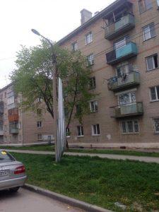 В Бердске ветер сорвал крышу с пятиэтажки