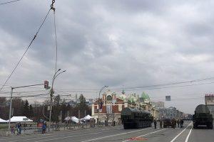 В Новосибирске на репетиции парада военная техника оборвала провода