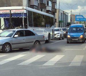 В центре Новосибирска пешехода сбили на «зебре»