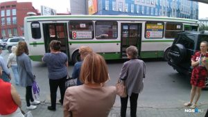 ДТП в центре Новосибирска - такси врезалось в автобус с пассажирами