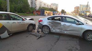 """""""Яндекс.Такси"""" протаранило KIA в ДТП на Фрунзе"""